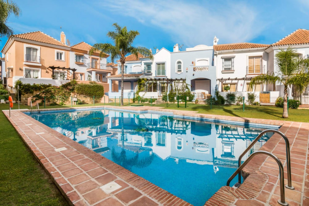 Townhouse for Holiday rent in Nueva Andalucia